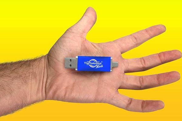thephotostick mobile portatil en mano